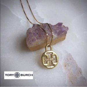 🎉🛍🎉 TORY BURCH AUTH. GOLD PENDANT CHARM🎉🛍🎉